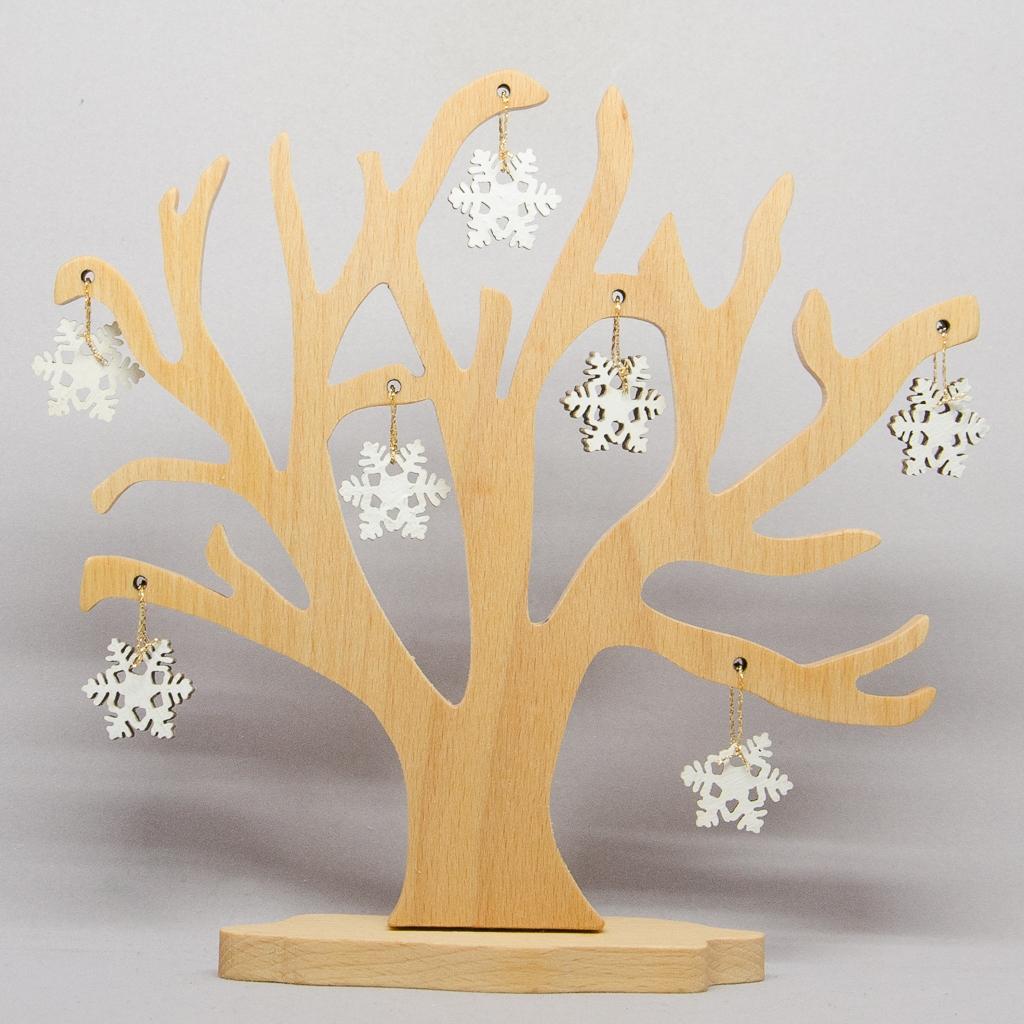 Baum mit Schneekristalle