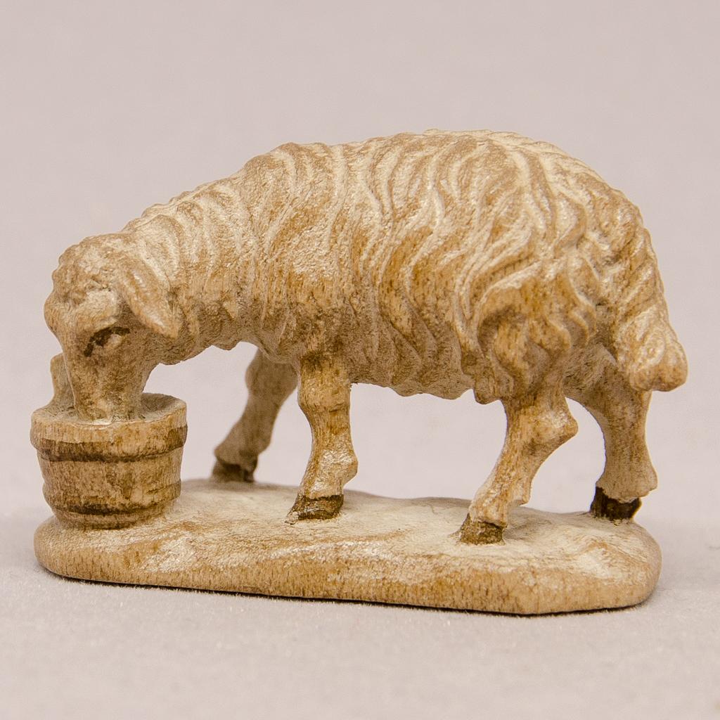 Schaf mit Trog