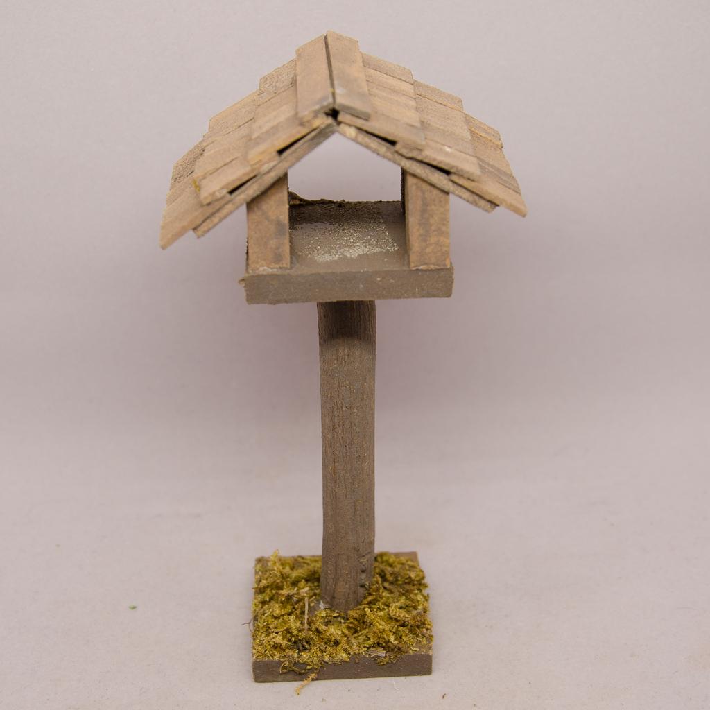Vogelhaus auf Stamm