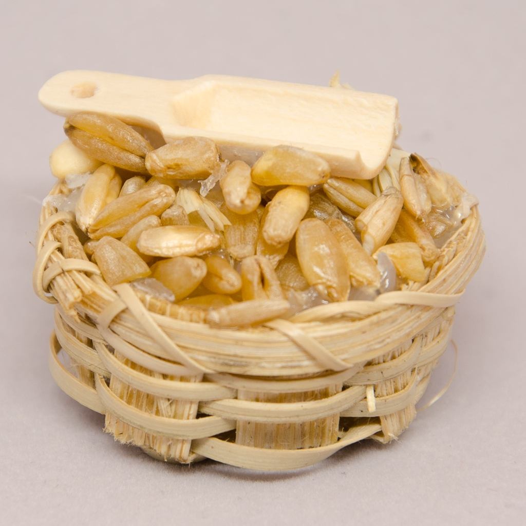 Getreidekorb mit Holzlöffel