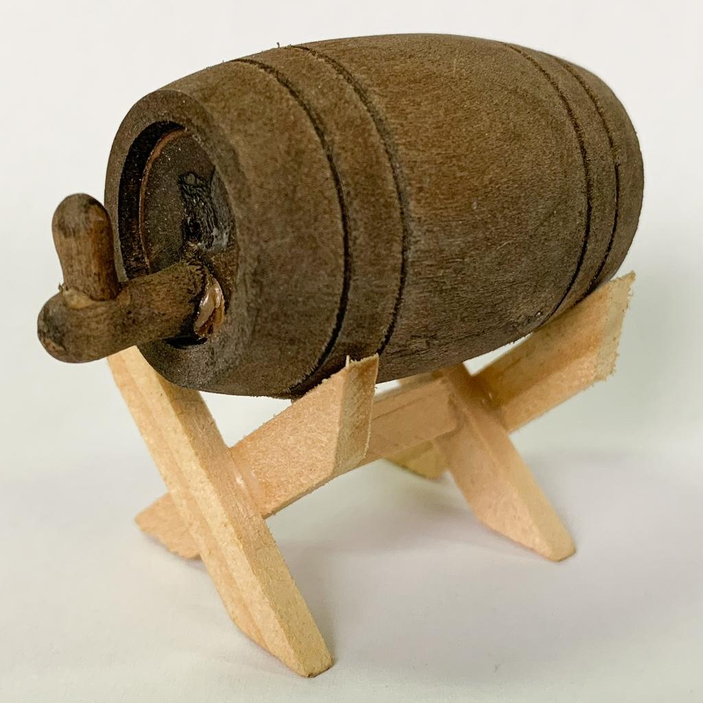 Holzfass auf Gestell